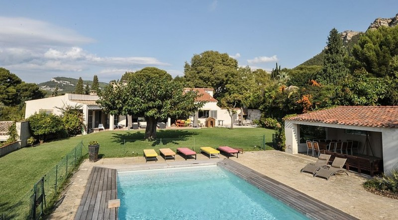 For rent Cassis seasonal rental, Provencal house, renovated, in a quiet environment, Cassis, T9, at 1200m from the city center