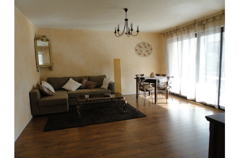 For rent Seasonal rental CASSIS, Apartment T2, Cassis, near the city center and the sea