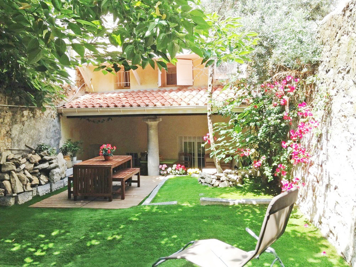 For rent Rental Apartment Cassis center of the village with private garden