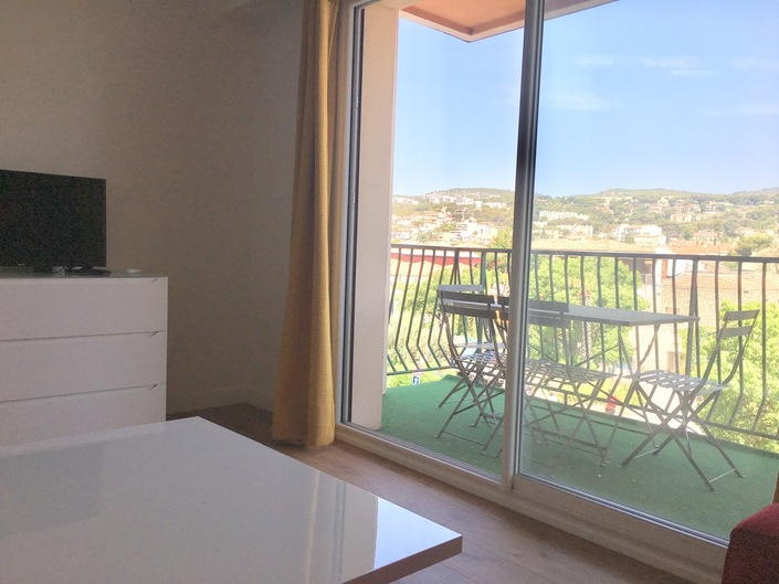For rent Rental Apartment T4 entirely renovated. CASSIS