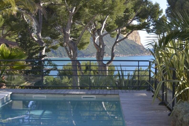 Location Belle villa contemporaine, Quartier du Bestouan, à moins de 15 minutes à pied de la plage et du port. Splendide vue mer et  Cap Canaille.