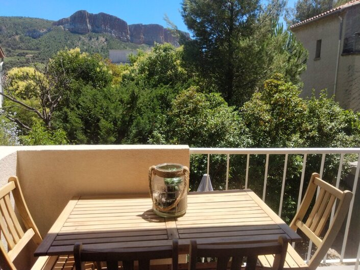 Location Cassis, type2 rénové, 4 couch, balcon