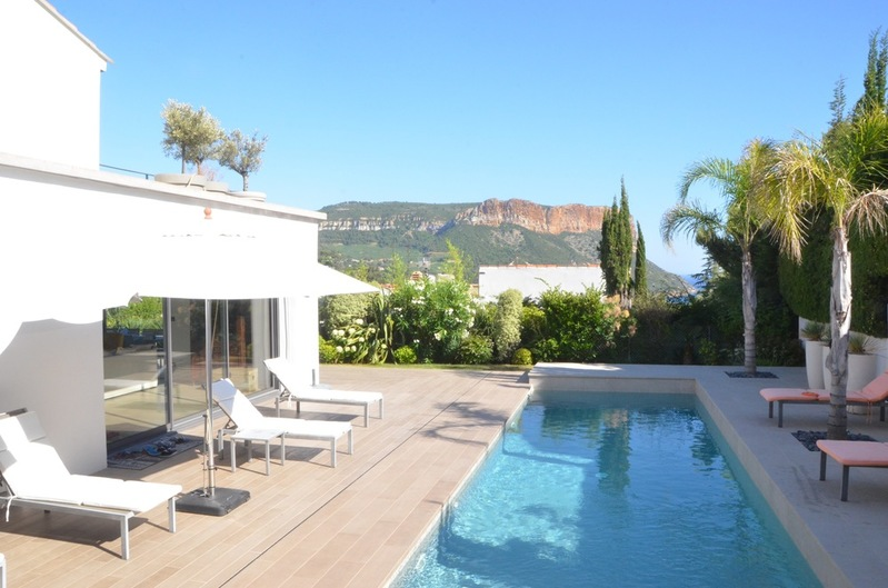 For rent Seasonal rental Cassis, beautiful contemporary and renovated villa, near the city-center
