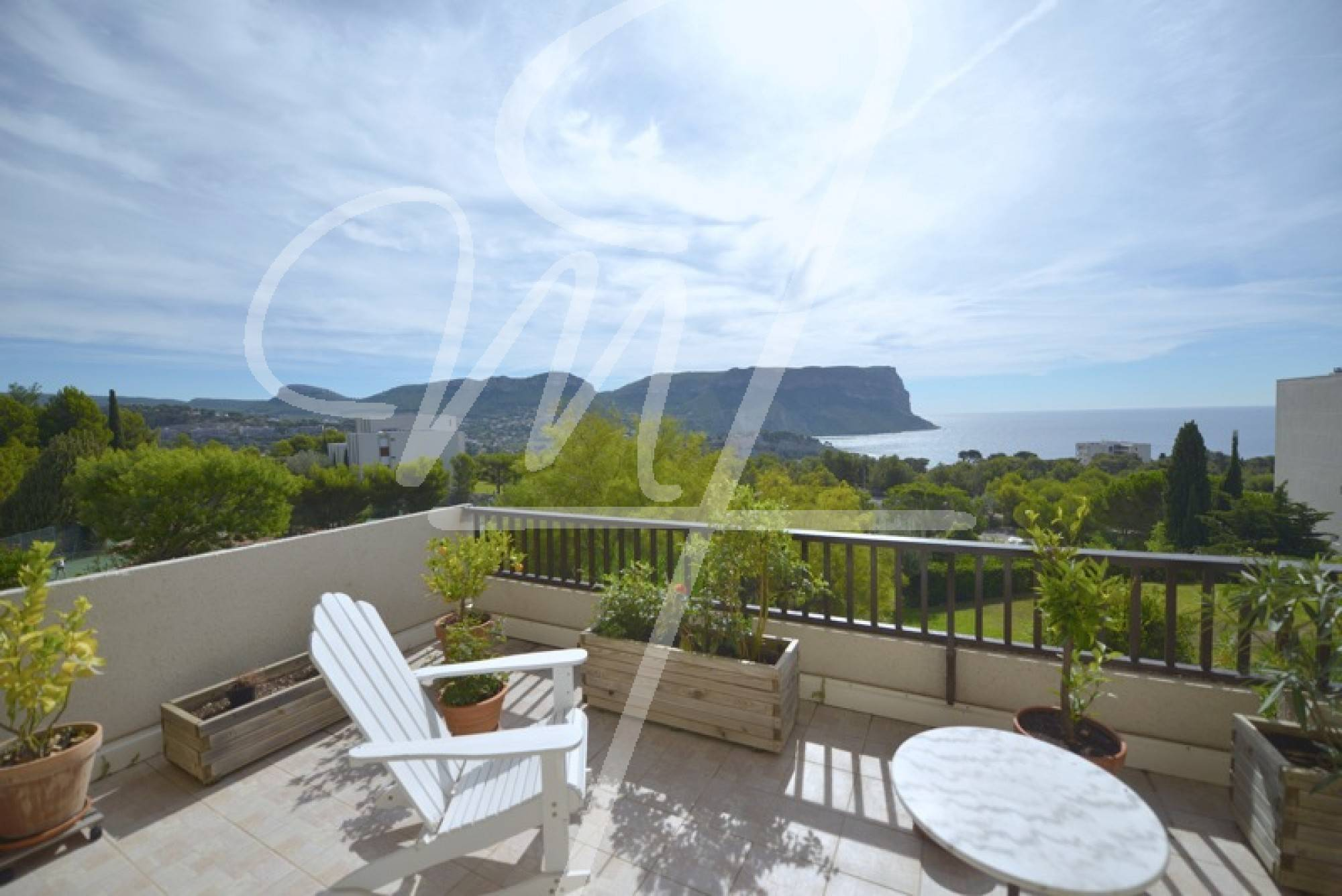 Vente T2 cassis vue mer, parking, piscine