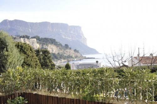 cassis vente appartement type 2, centre, port, terrasse vue mer et parking