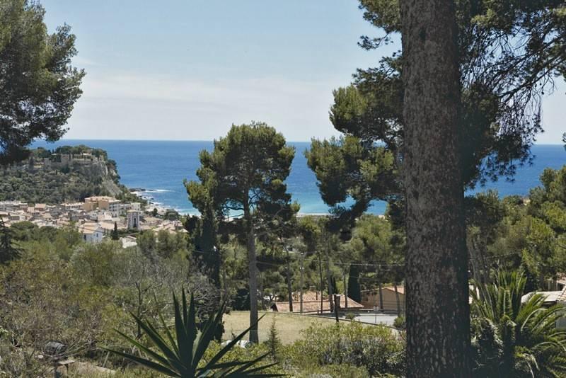 Vente rdc de villa T4/5 CASSIS Vue mer, jardin, dépendances, prox du port