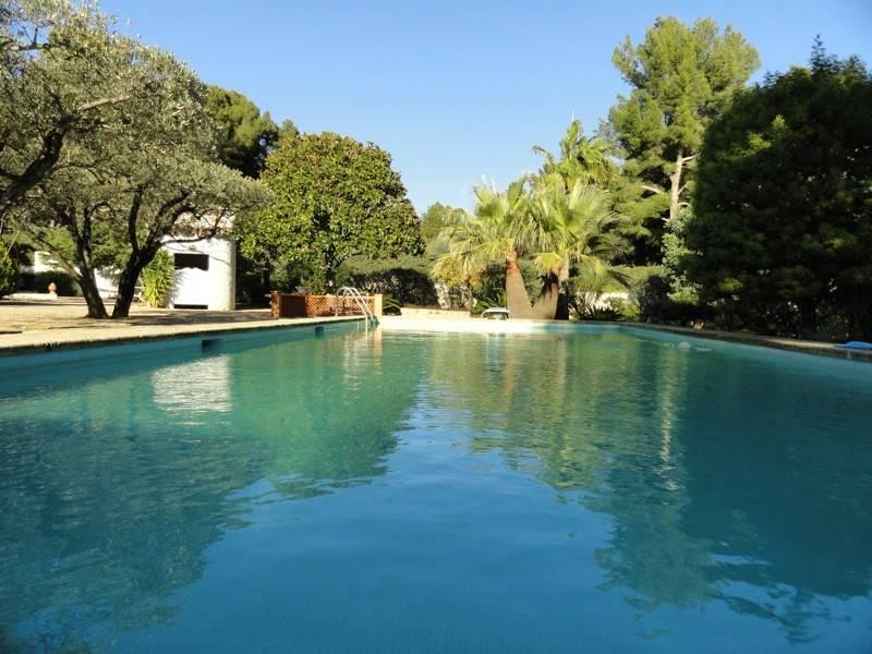 Ventes proprit la ciotat parc piscine calme falque cassis for Camping la ciotat avec piscine