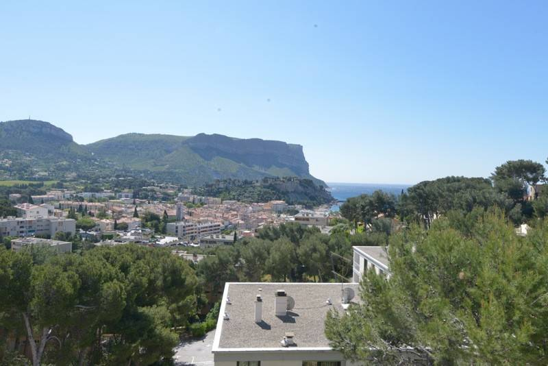 Appartement T4 cassis , prox centre vue mer, parking
