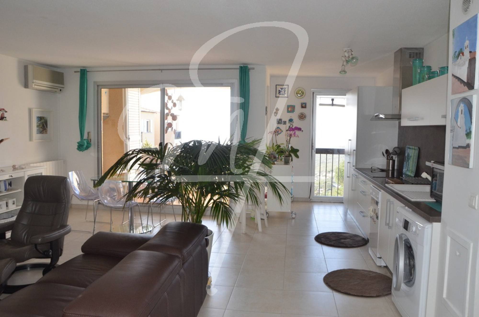 Vente Appartement T3 cassis hauteurs terrasse, 2 places de parkings privatives en sous sol
