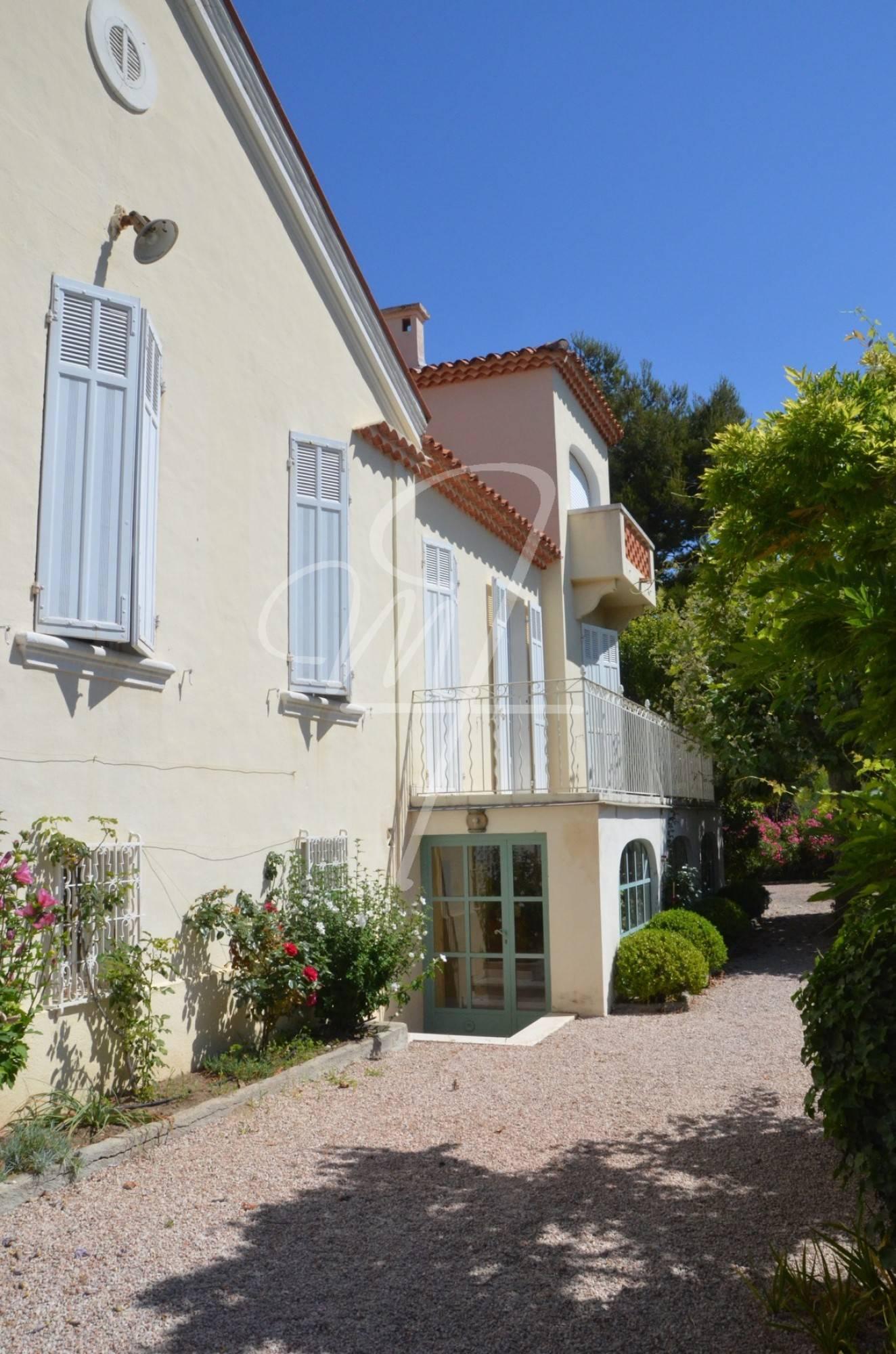 Ventes hotel particulier t7 f7 centre ville calme vue mer et cap canaille jardin et garage - Vente garage particulier ...