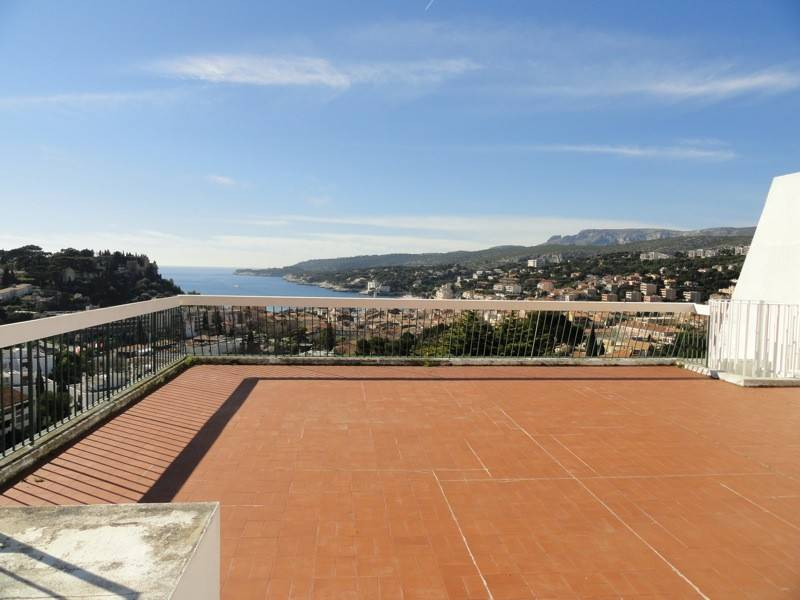 Vente T3 Cassis Centre ville, vue mer, dernier étage, terrasses,  garage, piscine