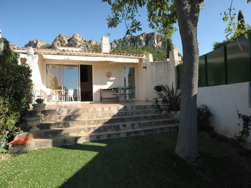 Vente villa mitoyenne T4 cassis jardin ,vue dégagée, piscine