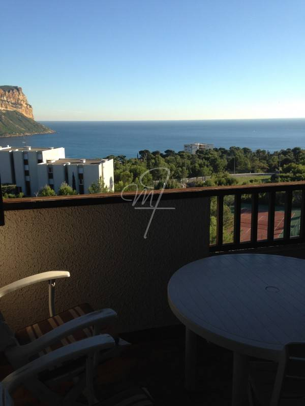 Vente T2 cassis terrasse, vue mer, parking privatif, piscine
